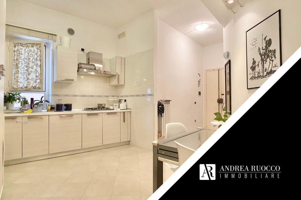 Vedere casa con agenzia a salerno immagine di cucina ristrutturata
